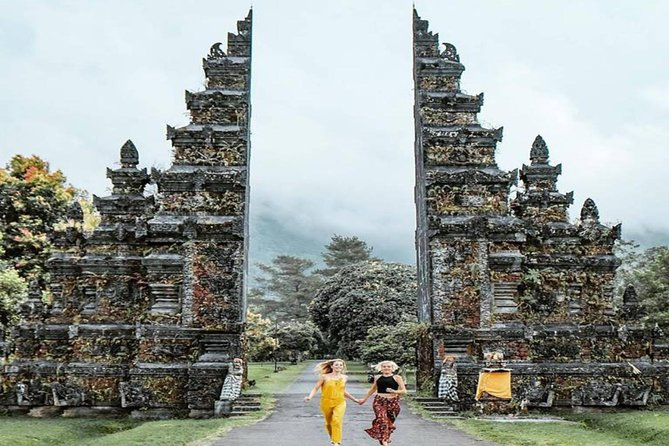 PURA ULUN DANU BRATAN, HANDARA GATE, WANAGIRI HIDDEN HILL and TANAH LOT TEMPLE