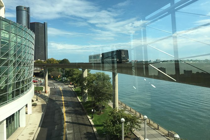 People Mover, Detroit - photo by Fredlyfish4 - https://commons.wikimedia.org/wiki/File:Detroit_People_Mover_at_Cobo_Center.jpg