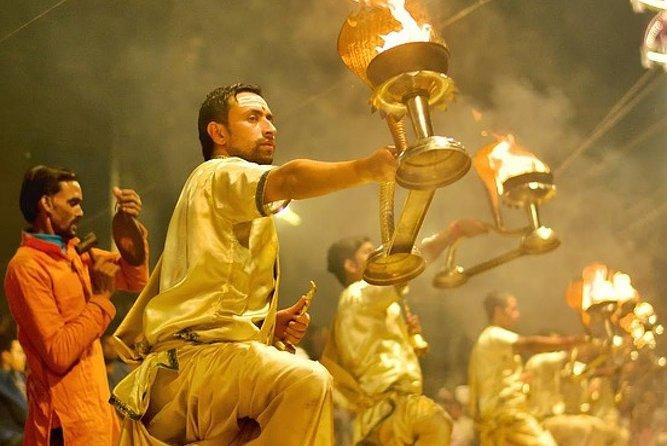 Varanasi:Sunrise tour with Ganga aarti,Akhada visit,Ancient stepwell & Breakfast