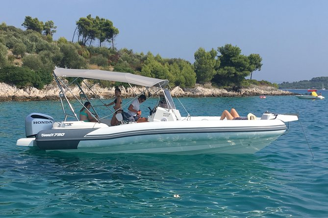 Speedboat Blue Lagoon & 3 Islands tour from Trogir