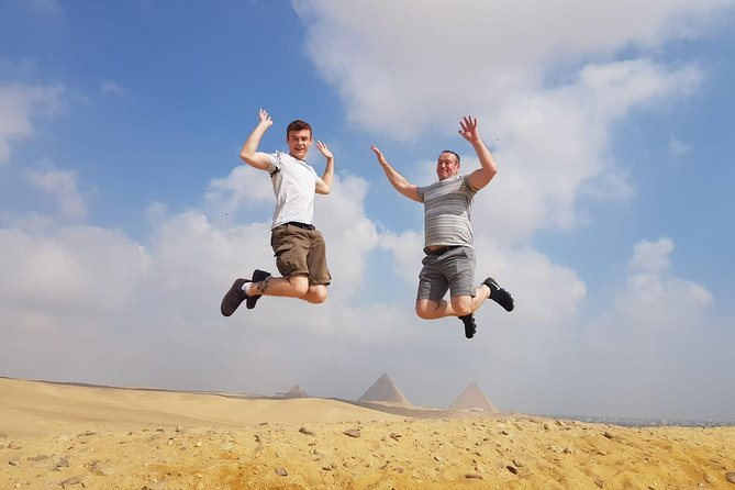 private day tour to Giza complex pyramids and Egyptian msueum