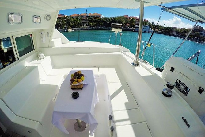 5-Hour Private 44' Large Luxury Catamaran 2-Stop Tour w/Food, Open Bar & Snorkel