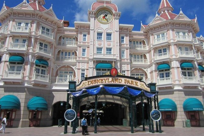 Private transfer from Beauvais Airport to Disneyland and back (return)