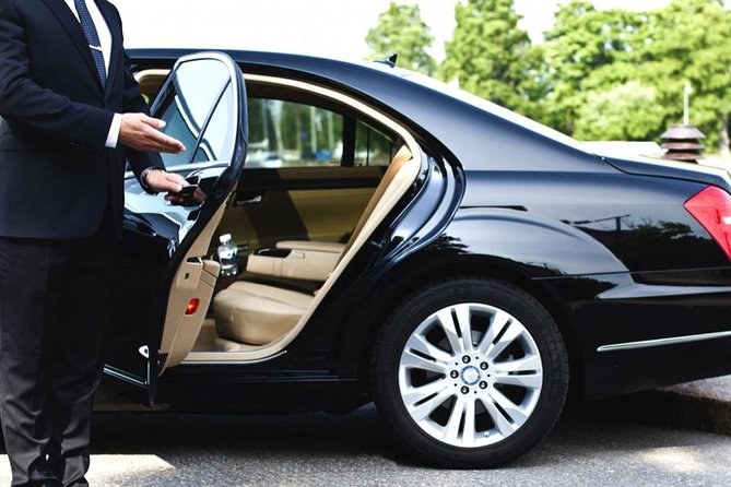 Montreal Airport to Mont-Tremblant private transfer Sedan 3 passengers maximum