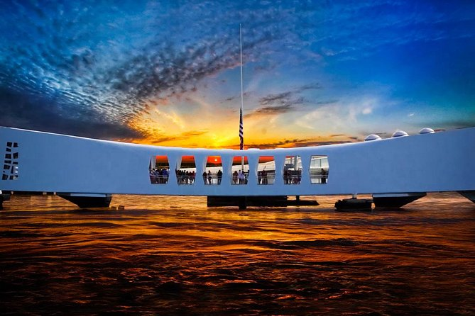 Deluxe Tour of USS Arizona Memorial and Pearl Harbor & USS Missouri Battleship
