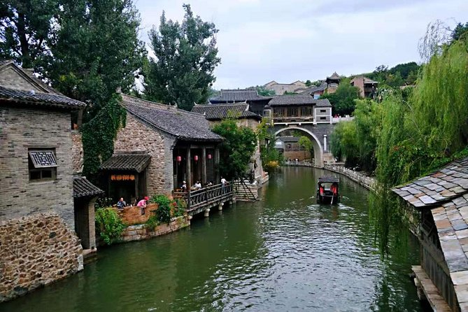 Private Round Transfers to Gubei Water Town & Night View of Simatai Great Wall