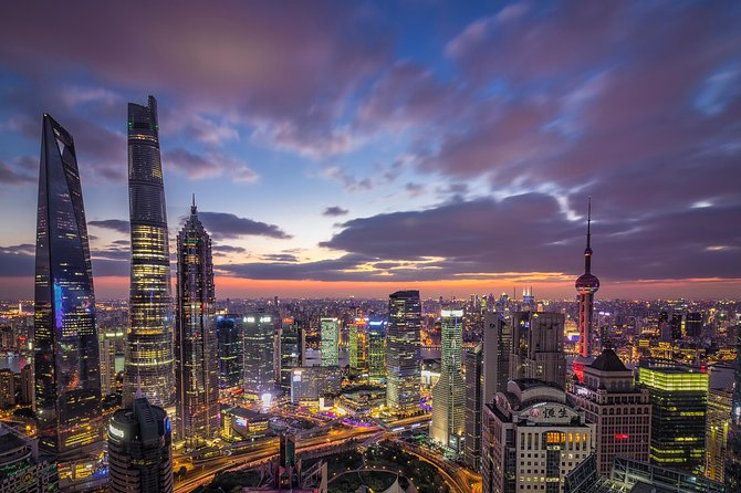 2-Hour Evening Walking Tour in Shanghai: Lookup Skycrapers With City Master