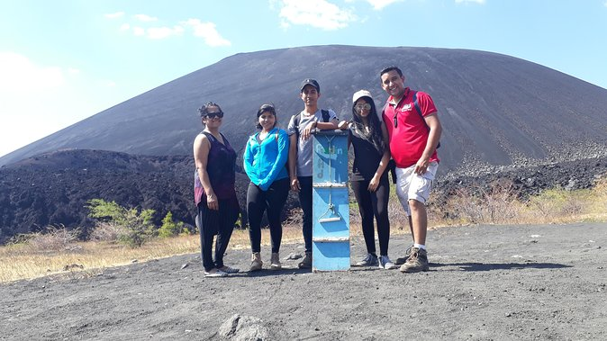 Private guided Tour at Cerro Negro Volcano/Leon-Nicaragua/ sand boarding
