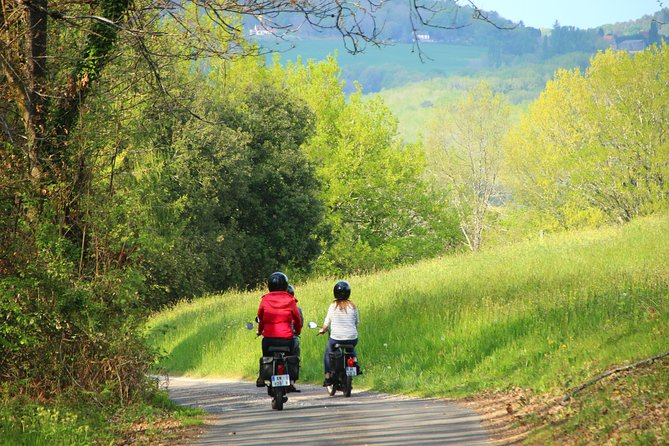 The Dordogne by moped!