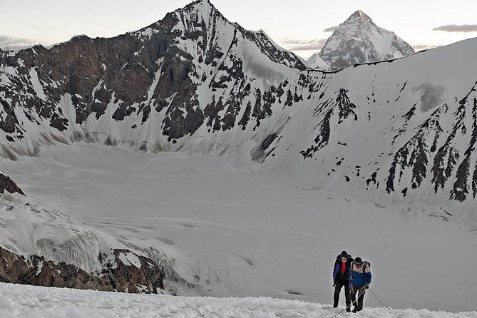 Walking up the Gondogoro La (5,565m)