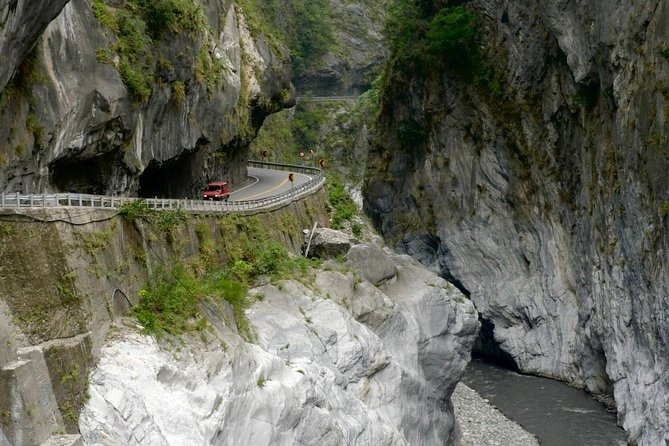 Taroko Gorge National Park Classic Full-Day Tour (Small group/Private options) photo 2