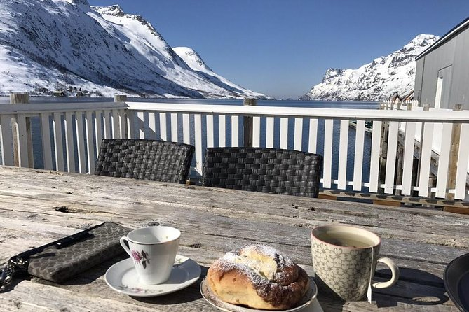 Guided easy snowshoeing with a visit to local café