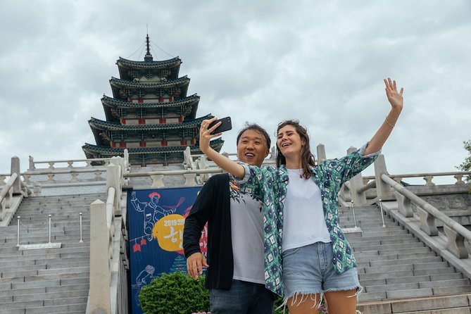Highlights & Hidden Gems With Locals: Best of Seoul Private Tour