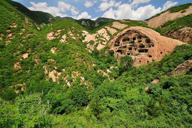 Private guided tour to Longqing Gorge Cruise & Ancient Cliff Dwellings