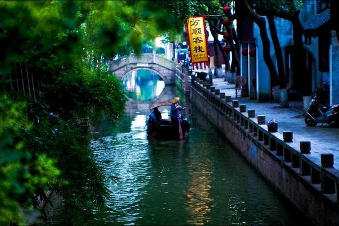 Private Tongli Water Town Tour from Suzhou with All Inclusive Option