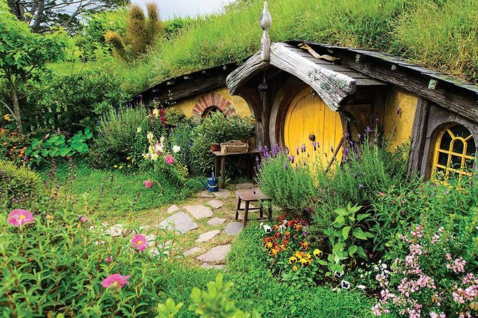 HOBBITON TOURS WITH BUFFET LUNCH FROM AUCKLAND