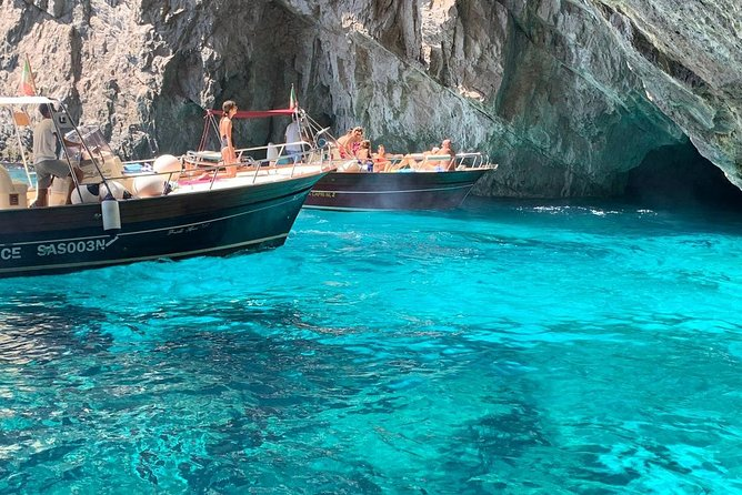 Capri boat tour photo 2