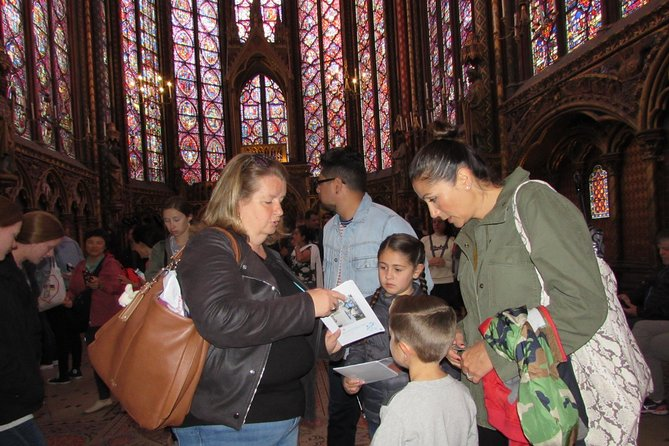 Family Treasure Hunt around Notre-Dame Cathedral