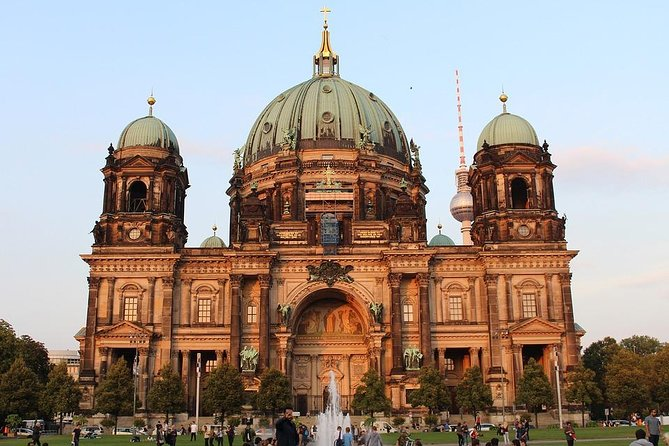Private 4-hour City Tour of Berlin with driver & official guide w/ Hotel pick up