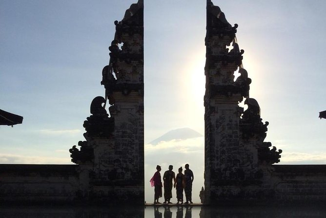 East Bali Instagram Tour: Lempuyang - Tirta Gangga - Rice Field - Swing