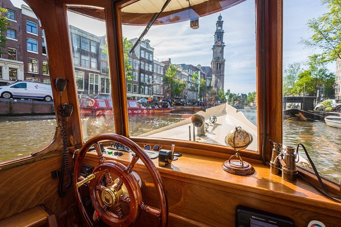 During the tour we will take you back in time to experience how the notables sailed through the canals in the beginning of the past century