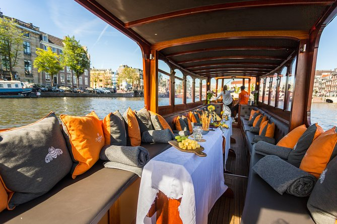90min Salon Boat Cruise - All drinks & snacks incl. - departure @ Pulitzer Hotel