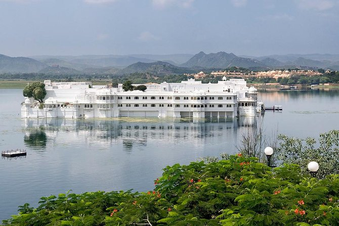 Full Day Private Tour of Delightful Lakecity Udaipur