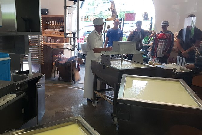 Artisan Cheesemaking and Chocolate factory with Tasting Private Tour from Luzern