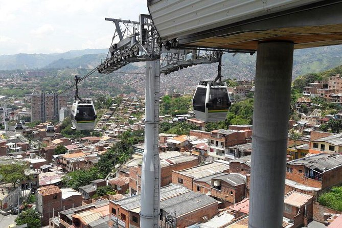 Private Graffiti Tour/Comuna 13, Exotic Fruit Tasting & Cable Car Ride