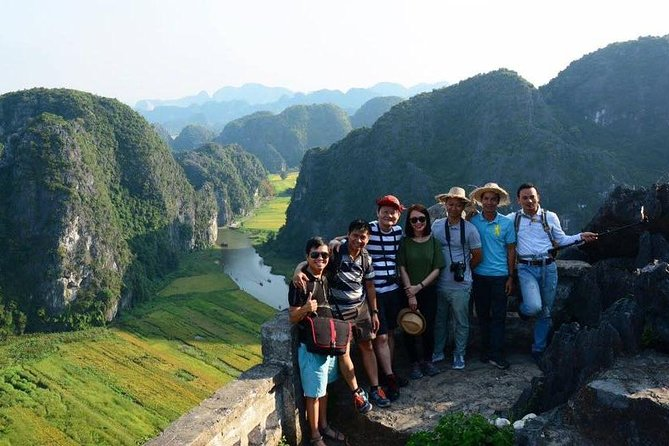 Small group tour Limousine: Mua Cave - Tuyet Tinh Coc - Trang An Grottoes !