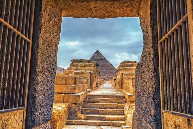 Giza Pyramids, Valley temple and Sphinx photo 3