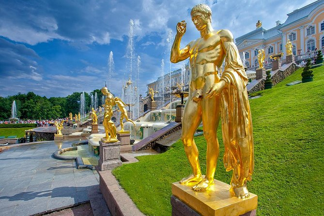 Private tour of Peterhof by Hydrofoil, Traditional Russian Dinner, Folk Show