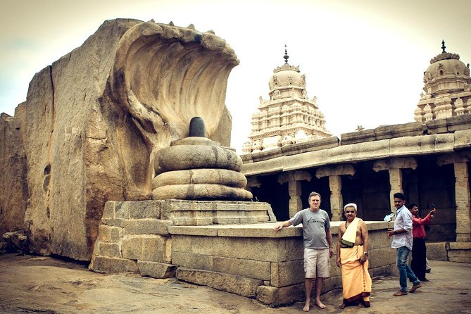 Day trip from Bangalore to Lepakshi for Temple architecture & paintings