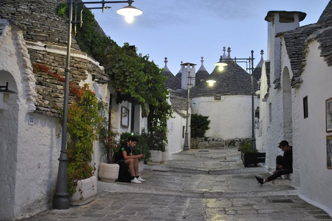 Alberobello Half-Day Tour with extra virgin olive oil and Liquores tasting.