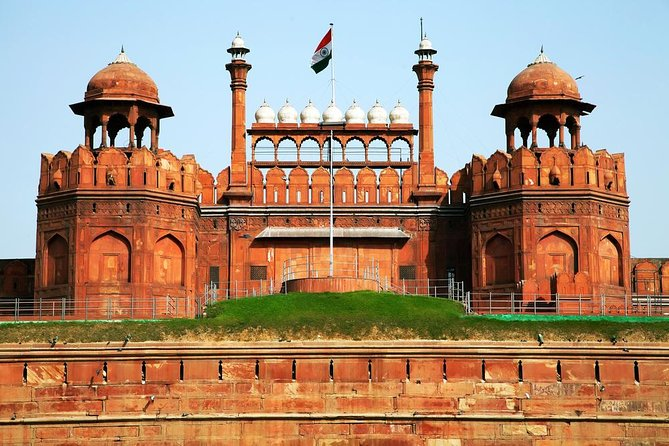 Explore Monuments of Delhi - A Guided Full Day Sightseeing Tour