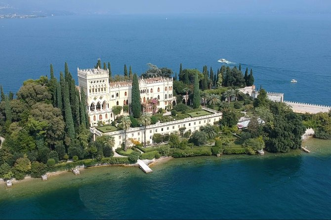 Private boat tour to Isola del Garda and surroundings.