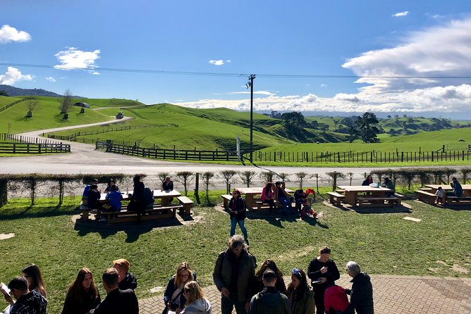 Hobbiton / Waitomo Caves Day Tour