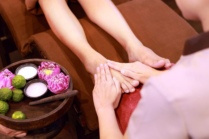 2 Hour Foot & Thai Massage Spa package at Fah Lanna Spa - Nimman branch
