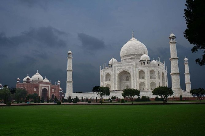 Magnificent Taj Mahal and Agra Fort Trip from Delhi by Rail photo 4