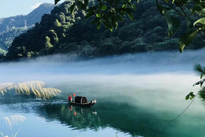Private 2D Tour to Xiaodongjiang Lake & Gaoyiling Danxia from Guangzhou by Train