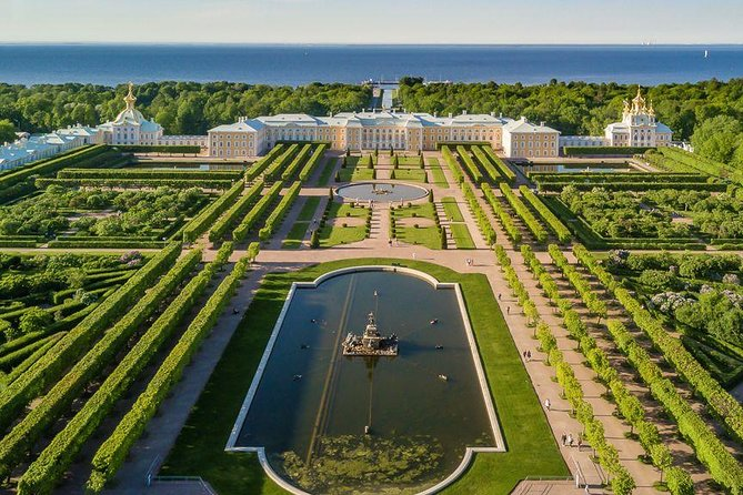 Peterhof Exclusive Private Tour with Visit to Special Storeroom and Bath House