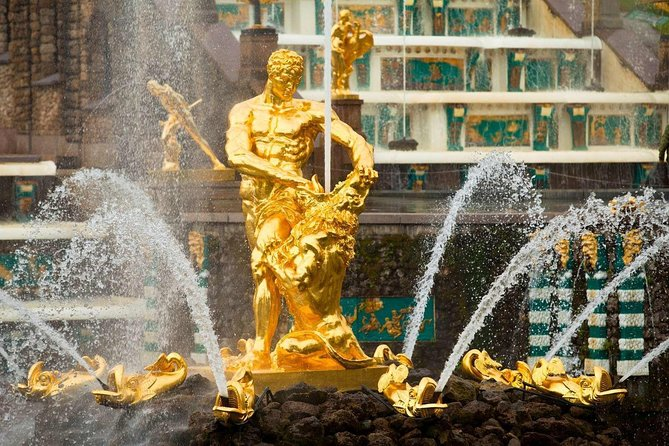Peterhof: World's Biggest Fountain and Gardens Complex Private Tour by Hydrofoil