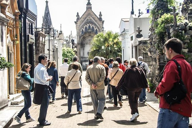 A Step into History and Arquitecture Around Recoleta Cemetery