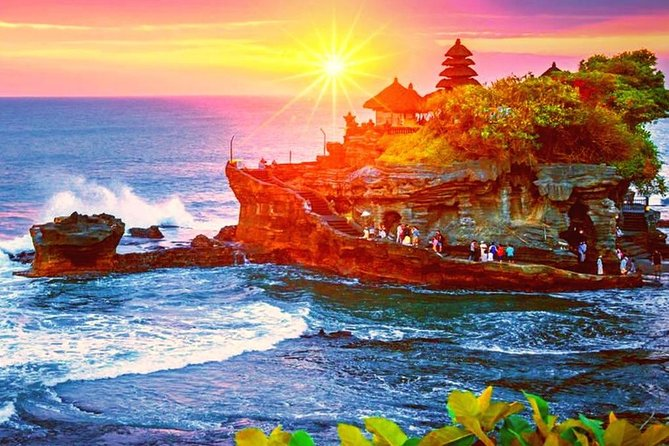 Tanah Lot Sunset Tour with Dinner and Taman Ayun Temple
