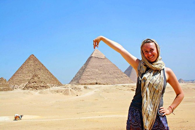 a day trip to Cairo & pyramids from hurghada by private car
