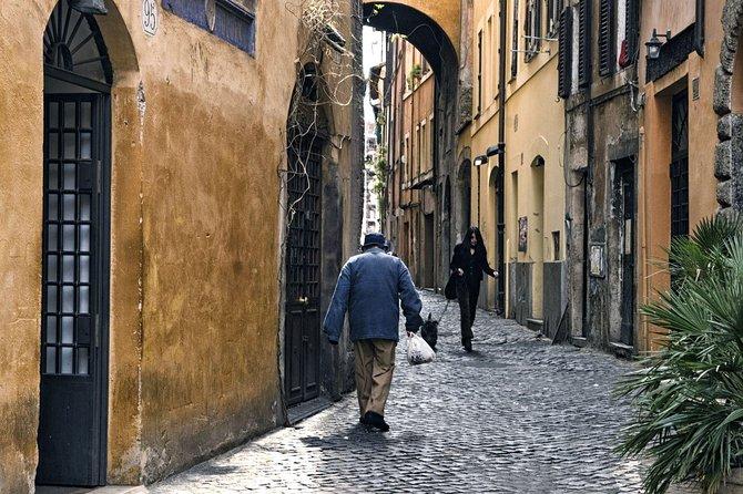Rome Photowalking Tour: the unique courtyards of Garbatella
