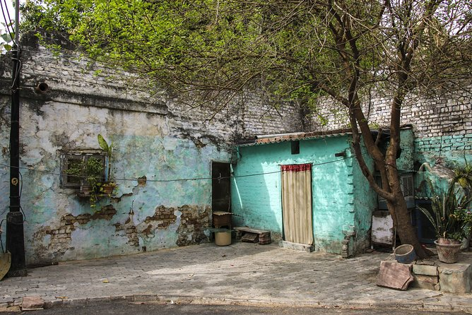 Walk In The Slums of Delhi - A Guided Tour