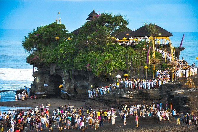 Half Day Private Taman Ayun & Sunset at Tanah Lot Tour