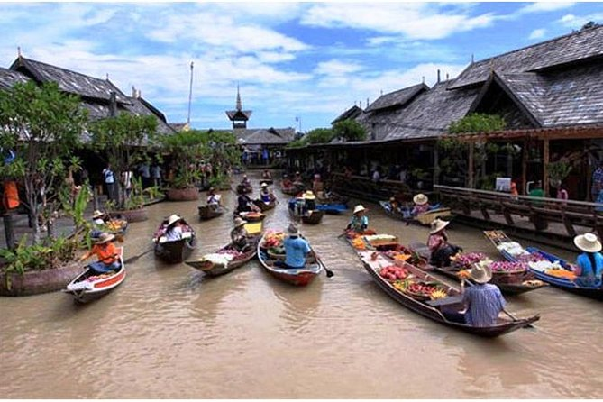 PATTAYA: Join Tour Floating Market (Entry Fee - Paddle Boat 1 Round+Transfer)
