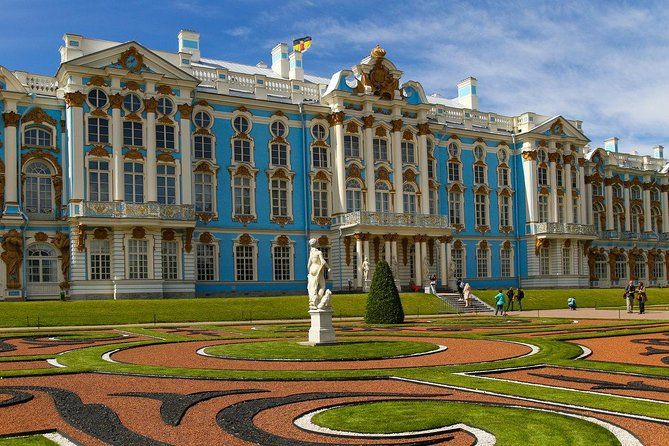 One Royal Private Day in Сity: Catherine's Palace, Russian Dinner and Folk Show